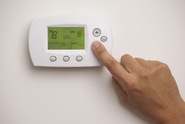 risparmiare-sul-riscaldamento-regolando-il-termostato-1-640x428